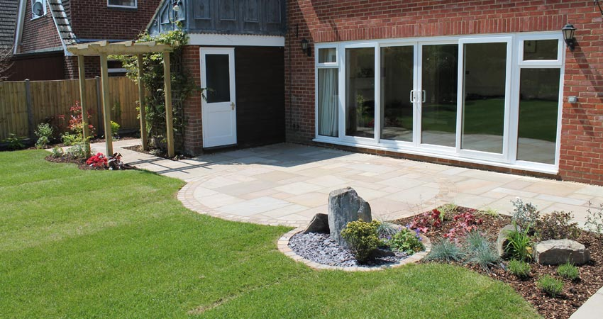 Garden patios escapes landscaping fareham for Garden designs with patio
